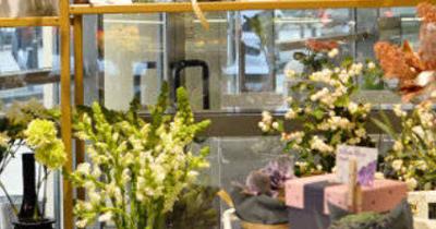 Florariile Tria's au implementat cu succes terminalul de plata cu cardul PAX Q30 de la Magister si serviciile de plata  Viva Payments